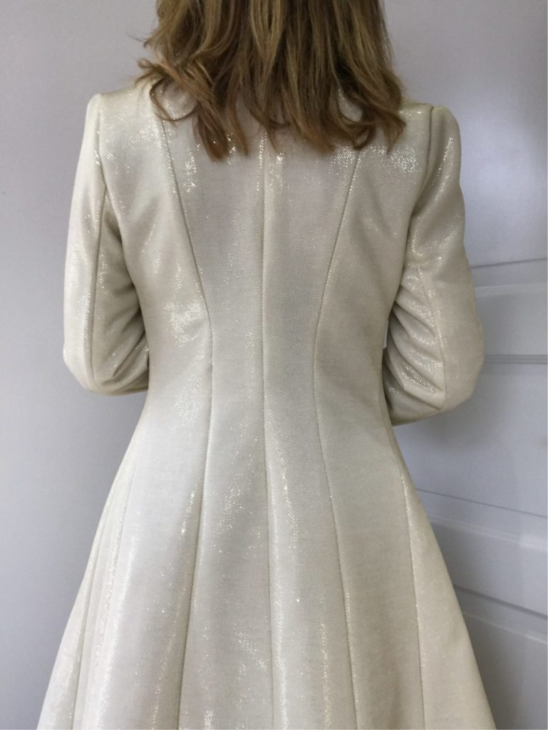 curved-back-fitted-coat-B5966